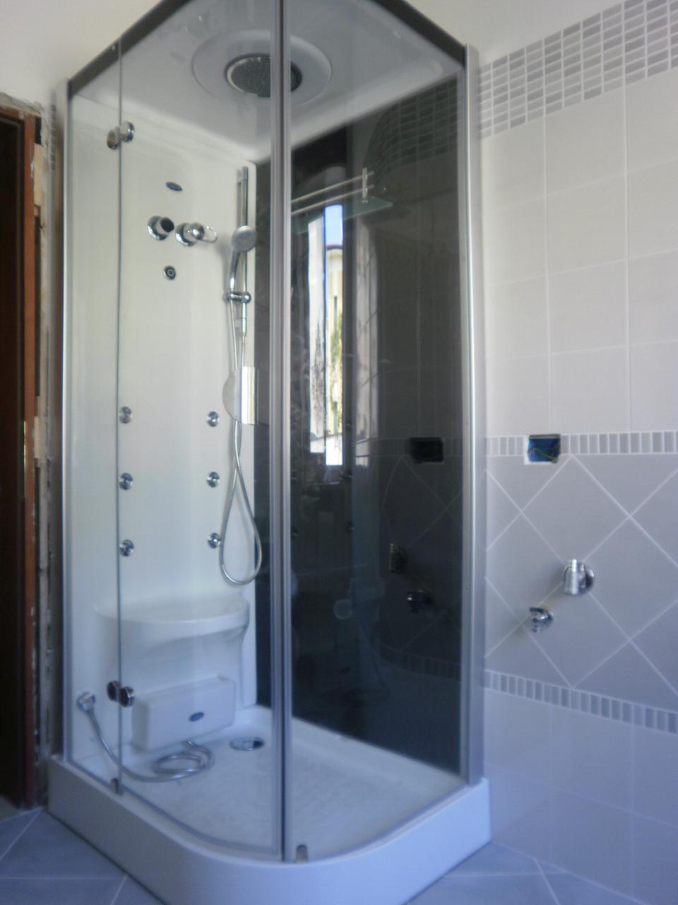 Ultimi lavori ristrutturazioni verona arredo bagno for Arredo bagno villafranca