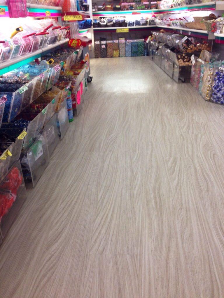 Parquet Prefinito Prezzi Ikea posa pavimento in laminato. le piastrelle adesive costo posa