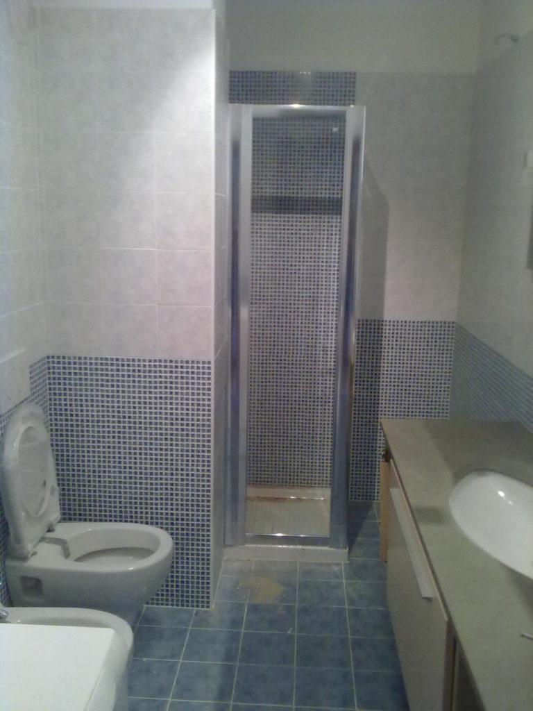 Rifacimento Bagno Con Mosaico Blu Verona 82
