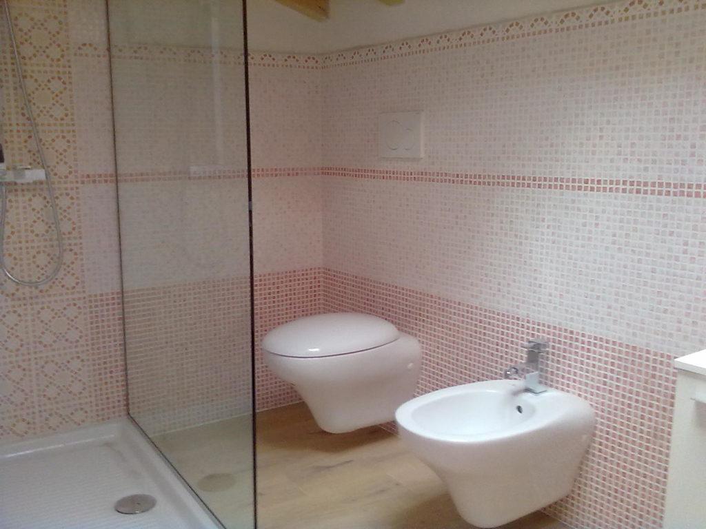 Rifacimento Bagno Con Mosaico Rosa 47