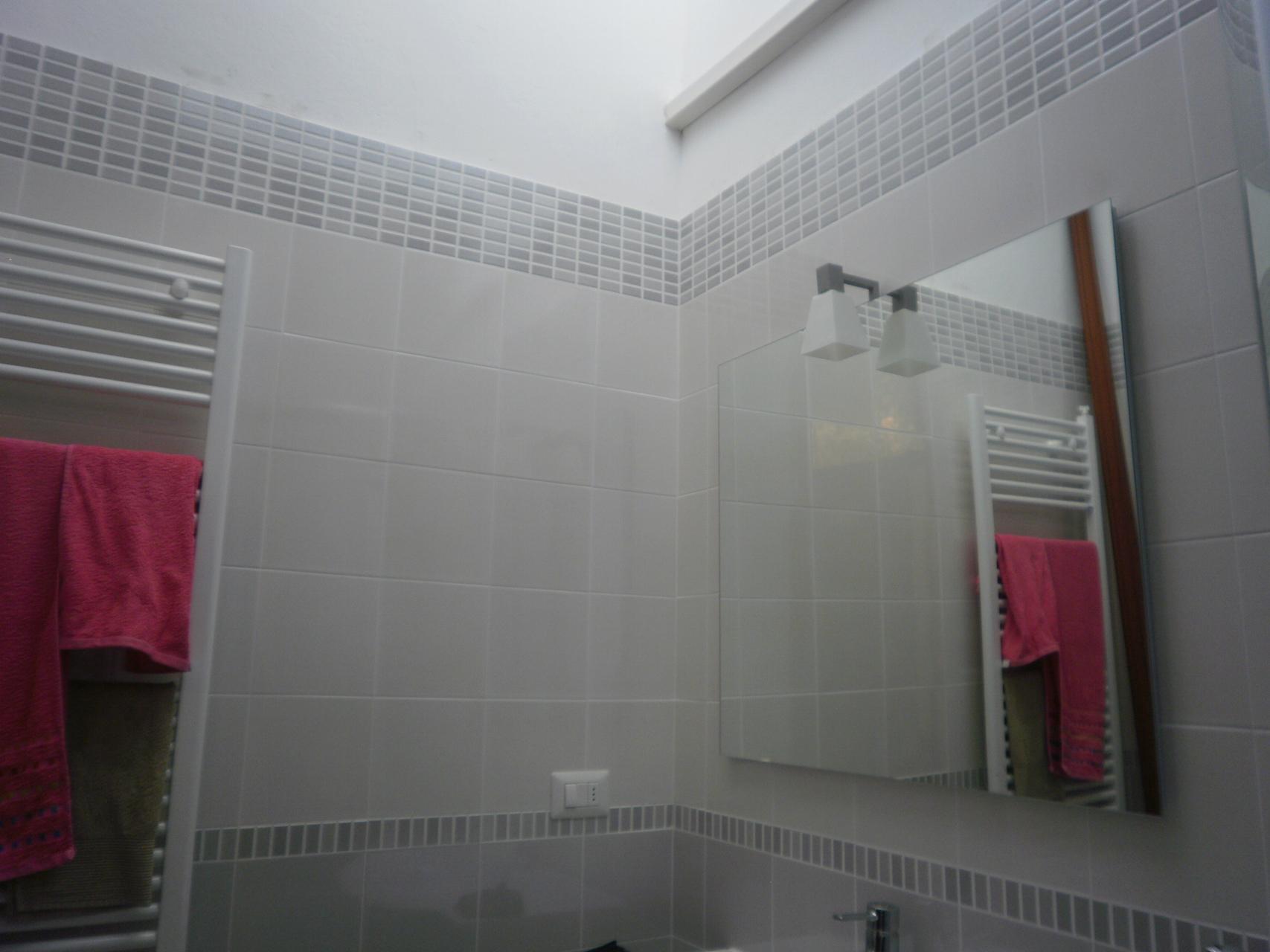 Arredo Bagno Con Mosaico.Rifacimento Bagno Ristrutturazioni Verona Arredo Bagno