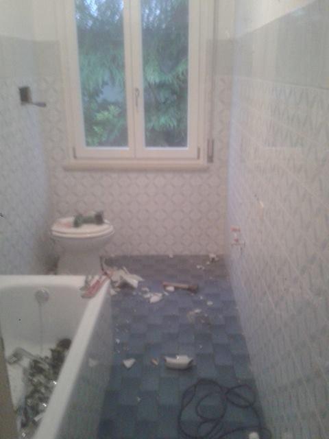 Nuove piastrelle effetto legno e mosaico muretto ristrutturazioni verona arredo bagno - Piastrelle bagno effetto mosaico ...